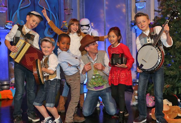 CC-2015-LATELATE-TOY-SHOW2690319553