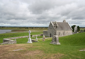 clonmacnoise-temple-connor-river-shannon-at